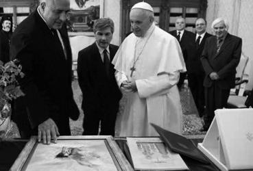Pope Francis receives an Artwork by Pavel Mitkov