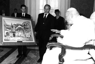 Pope John Paul II receives an Artwork by Pavel Mitkov